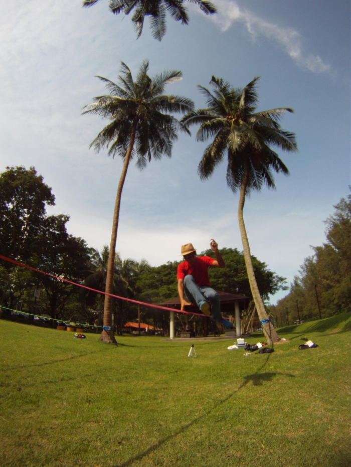 Elephant Slacklines athlete Fal showing his stuff..
