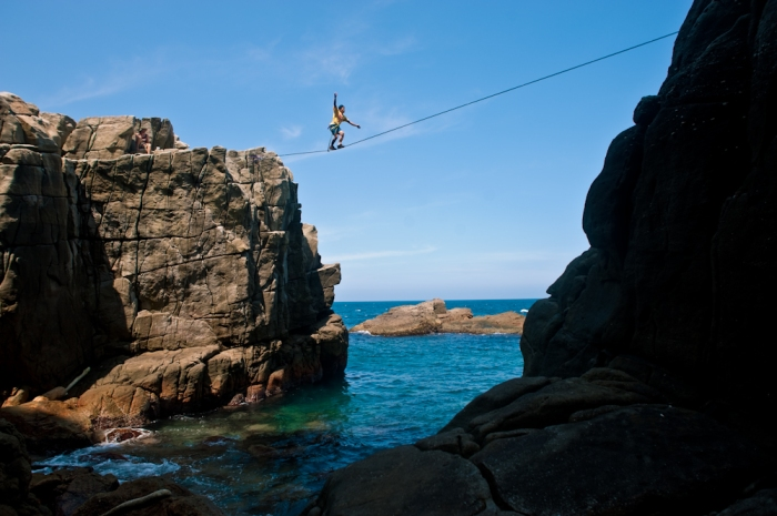 Me highlining in Taiwan, Long Dong. (Photo by Charity)