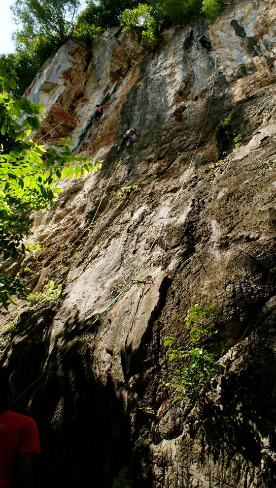 Long easy routes on Nyamuk Wall (Photo by Jill Marion)