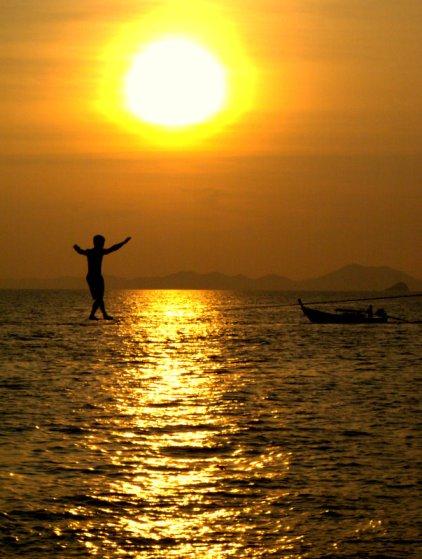 Waterlining across the sea.. Photo taken from http://taooftravis.blogspot.sg/2011/02/last-of-tonsai.html