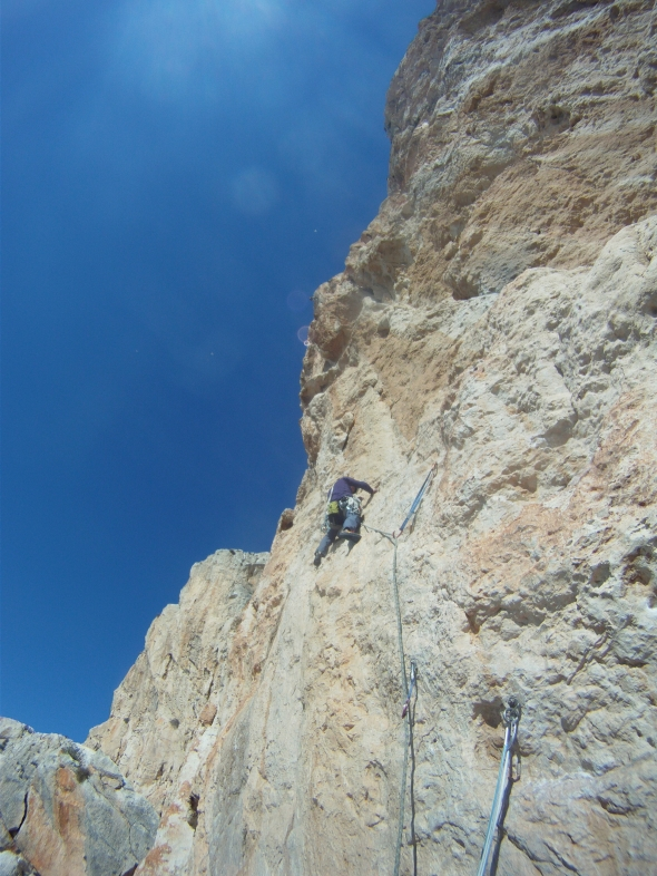 Superb pitch on El Navigante with not so straight forward climbing! Exciting!